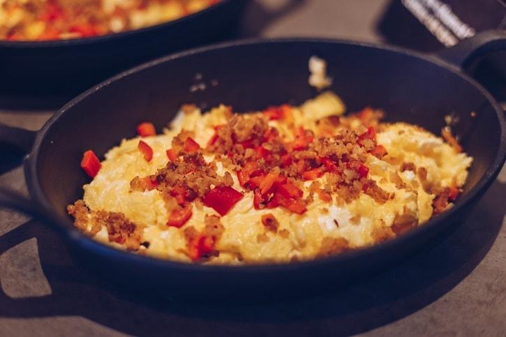 B3ton Restobar Scrambled Eggs Ardei Copt Jumari