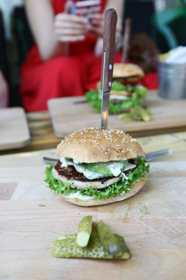 Blue Mariachi Burger Modelier