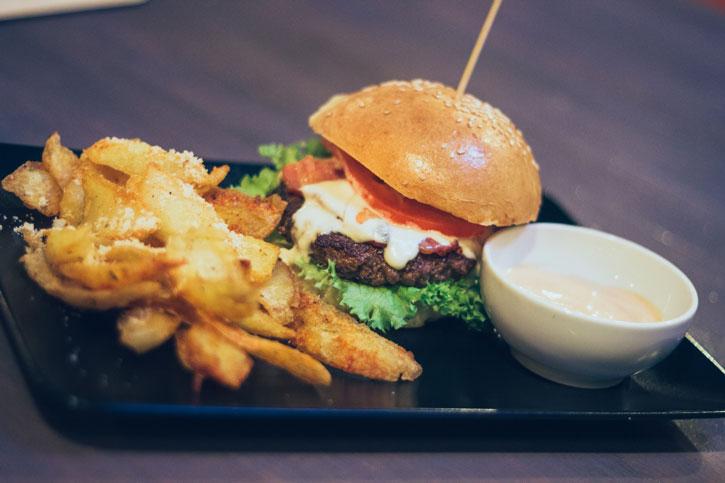 Burger Magic Blue - Old Brick Pub