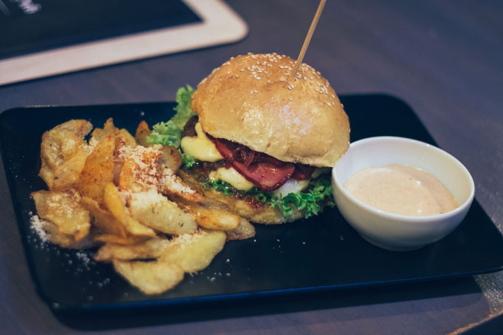 Burger Uncle John - Old Brick Pub 1