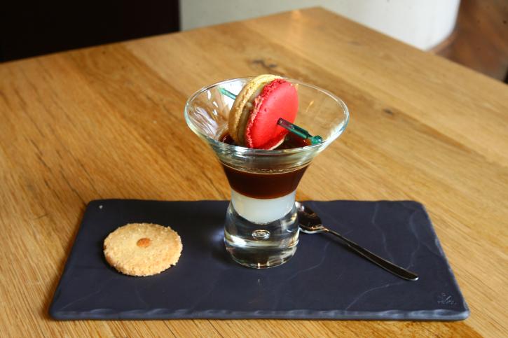 Cafe Macaron Chocolat