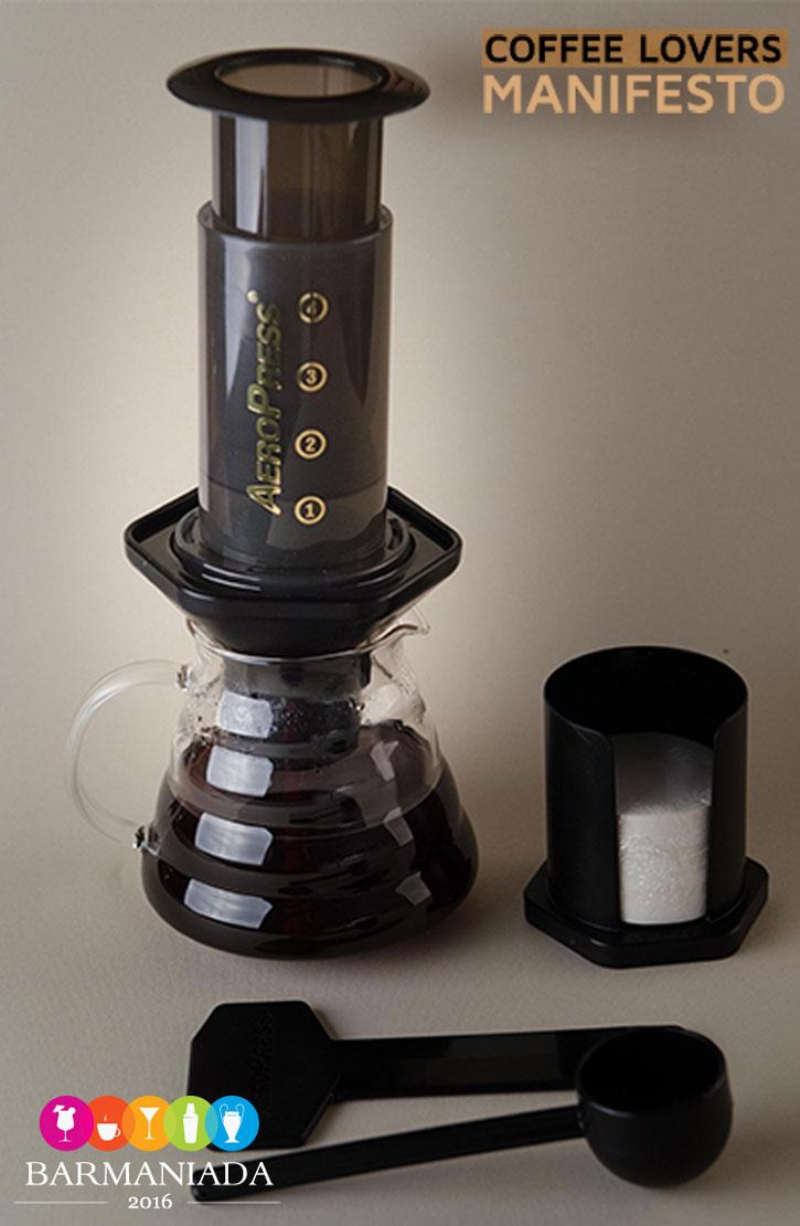 Coffee-Lovers-Kit-Aeropress2_Manifesto