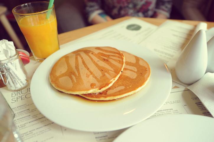 Fluffy-banana-pancakes-Simbio