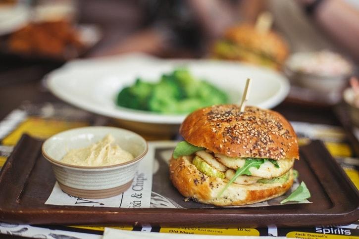 d20 Urban Bistro Halloumi Burger