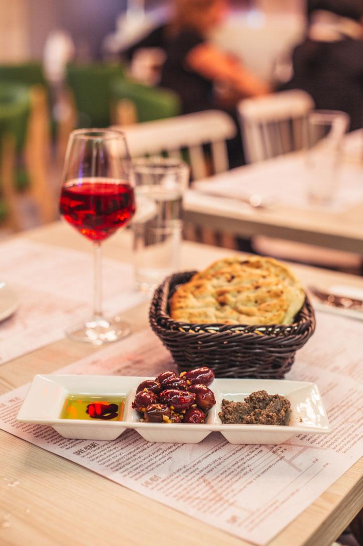 Yasou-restaurant-grecesc-Bucuresti